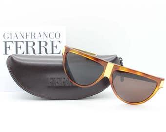 8b0061fc3f 90s de Gianfranco Ferre gafas de sol vintage. Café moteado con brazos de  oro y lentes marrones. Made in Italy. Club kids moda esencial.