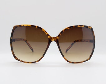 f990ea5372 Square oversized sunglasses in tortoise slim frame with brown lenses. 70s.  Vintage. Sunnies. Lunettes. Womens.