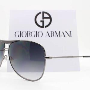 Giorgio Armani lunettes de soleil aviateur gris Canon de fusil. Lunettes de  soleil en forme de goutte classique avec étui en cuir. Fabriqué en Italie.  Mens. 2905793913f3