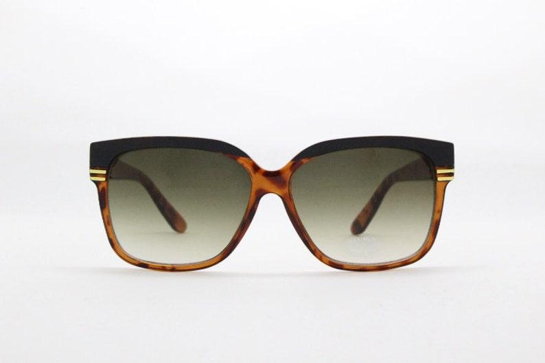 b23c6e796241 Horn rimmed sunglasses tortoise black frame 80s glasses