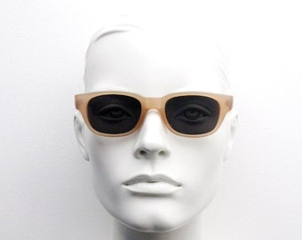 90s vintage cat eye sunglasses. Transparent beige frame cateyes with grey lenses. New wayfarer style cat eye. 50s cateye design. NOS