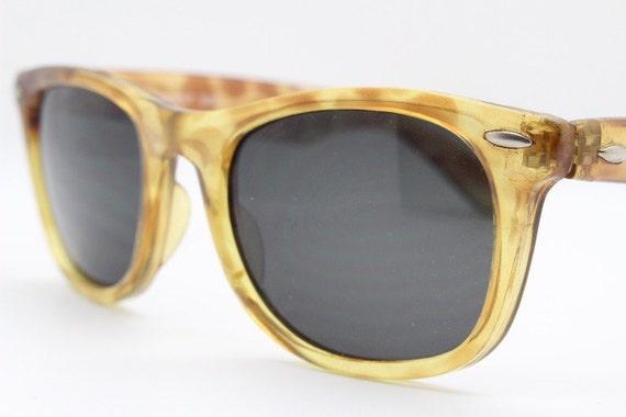 352cb97d379d Vintage 80s wayfarer style sunglasses. Amber and mottled brown