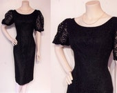 Bombshell 1950s lace wiggle dress w dramatic full sleeves waist 28 quot