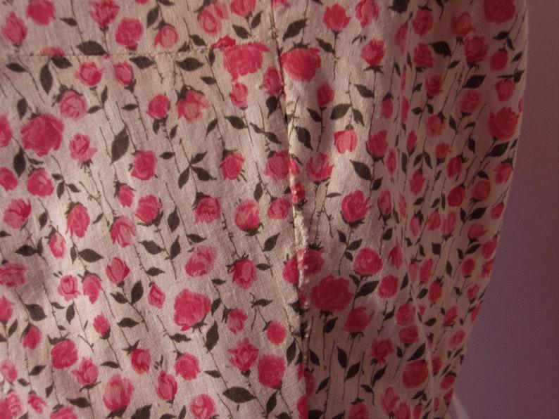 Darling 1950s stemmed roses print cotton shirtwaist day dress waist 28