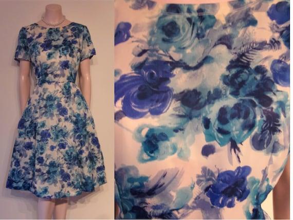 Lovely 1950s blue rose print nylon full skirted da