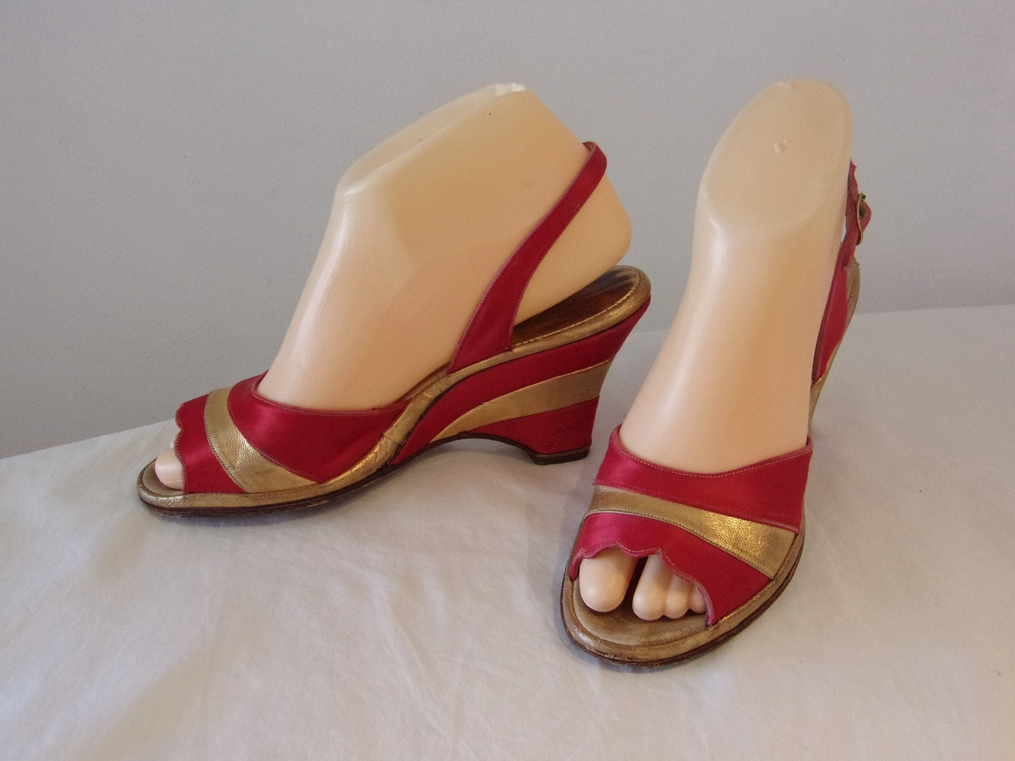 Amazing 1950s red and gold 'Layer Cake' wedges US 6 12 UK 4 12
