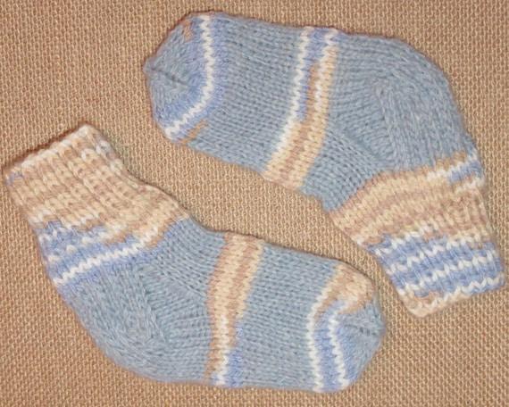Tricotés en laine chaussettes pour bébé, nouveau-né, 1-6 mois PRÊT à EXPÉDIER.