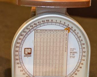 Vjintage Postal Scale
