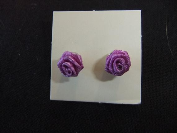Stud Earrings Vintage 1985 in Original Box Rose Blossom Pierced Earrings Vintage Avon Earrings