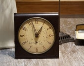 Vintage 1948 Westclox Big Ben S6-D Electric Brown Bakelite Alarm Clock with Non-Luminous Dial Off-White Center with Beige Surround