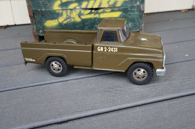 Vintage 1950s-1960s Pressed Steel Tonka GR2-2431 Military Troop Transfer  Truck Army Green Brown 14