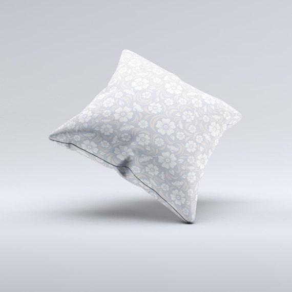 Le subtil blanc et bleu Floral laçage V32 encre-fusionné coussin décoratif