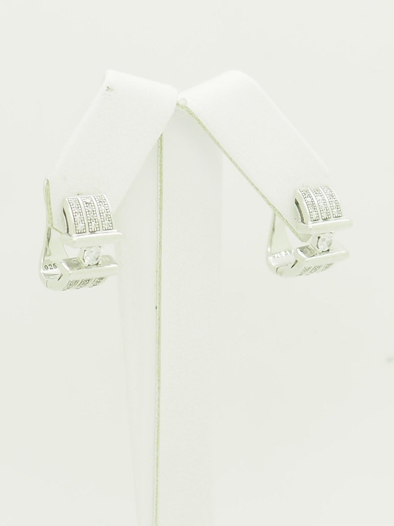 Sterling Silver 0.25ctw Round Cut Cubic Zirconia Accents Leverback Stud Earrings; # 6989