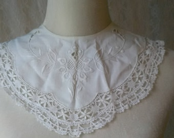 Vintage Embroidered Collar Rendezvous