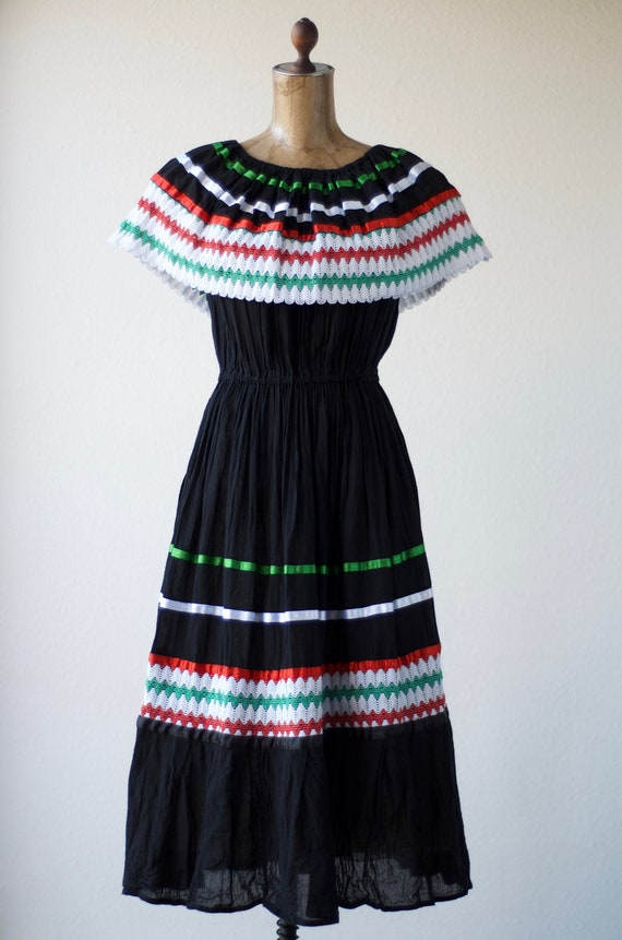Vintage Mexican OFF THE SHOULDER Dress, Crochet La