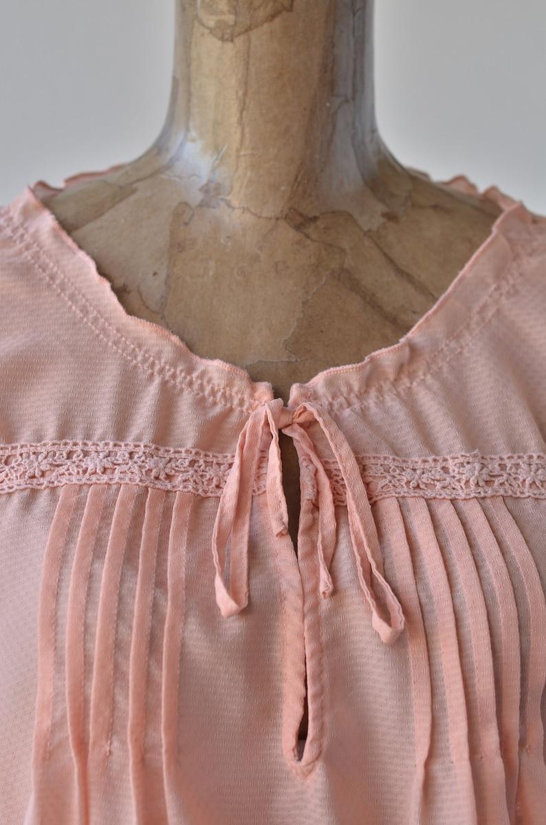 70s vintage peach BOHO peasant blouse pin tucked bodice scooped key hole neckline tiered sleeves crochet top bohemian blouson peach top