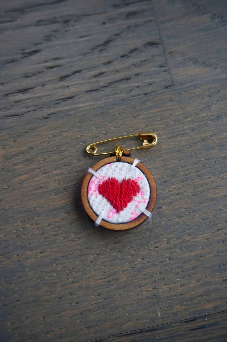 Embroidered heart brooch image 0