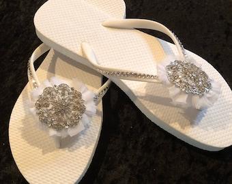 8ea438eac1b4 Gorgeous white on white with silver tones flip flops