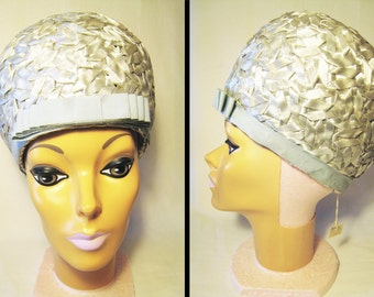 FREE SHIPPING in US Silver Gray Rafia Bubble Hat   1960s Cloche Bouffant by  Miss Armine with Penney s Tag and Union Label Size 21 1 2   21.5 b35a3c65581c