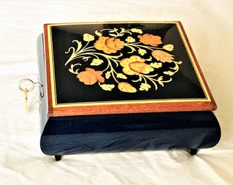 """Collectible Reuge Sainte-Croix, Marshall Field's Swiss Music Box, Finely Crafted in Sorrento Italy, Inlaid Varnished, Key Lock, 6"""" Square."""