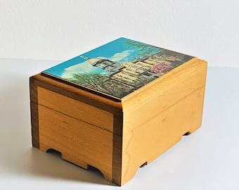 """Reuge Sainte-Croix Swiss Music Box,""""Notre Dame Victory March"""" Crafted in Switzerland, Notre Dame Dome. 4.5X3.25"""".Top Grade. Free US Shipping"""