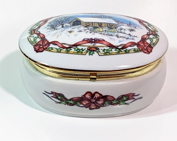 """Heritage House 1991 Collectible Porcelain Music Box, Hand Crafted in Japan, Melodies of Christmas, 4.5"""" W. 3.5"""" L. 2"""" H. Free US Shipping."""