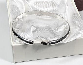 """Sterling Silver Hinged Bangle, High Polish Finish, 6.5mm Wide, 8.00 Grams, Push in Clasp. Fit 7 - 7.5"""" Wrist. Free US Shipping."""