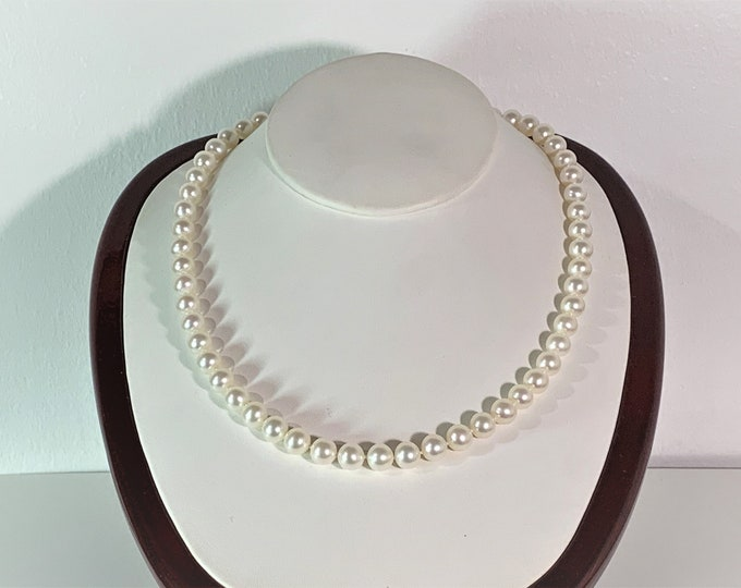 """Natural White South Sea Pearls Necklace, High Luster, Smooth Surface, 7.5 - 8mm Round Grade AA. 17.5"""" long, 14K Gold Clasp. Australia"""