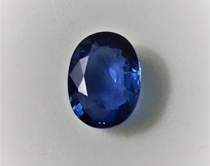 Fine Natural Blue Sapphire,Vibrant Royal Blue, Oval Cut 1.80 carats, 8.50X6.45 mm, VVS-AA