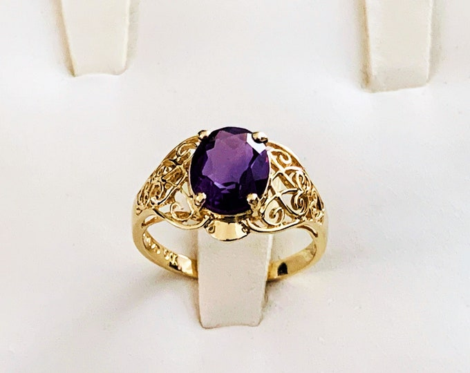 14K Yellow Gold & Deep Purple Amethyst Gemstone Ring, Oval Shape 1.98 Carats, Filigree Sides, Size 6.5, 2.43 Grams. Free US Shipping.