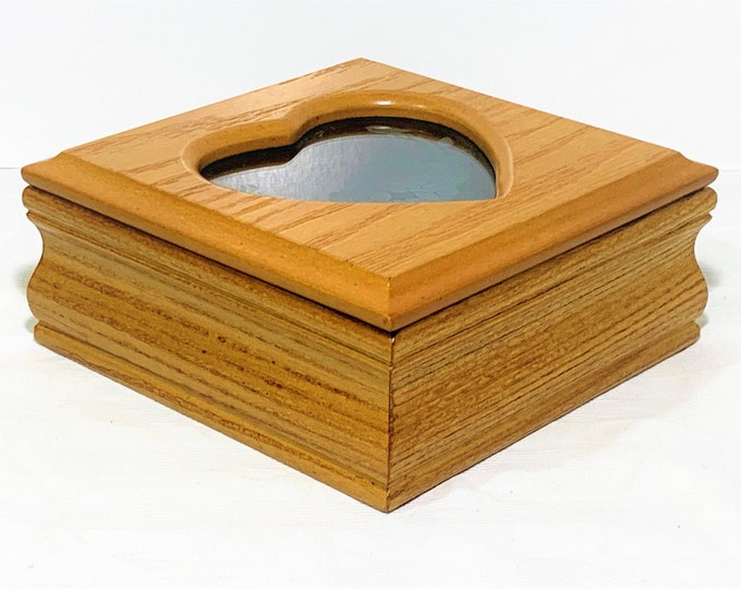"""Croft & Barrow Carved Wood Jewelry Box, Heart Shaped Etched Glass Window, Padded Sections. Mint in Box. 5 1/2"""" Sq - 2.5"""". Free US Shipping."""