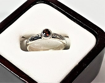 Sterling Silver Rhodolite garnet Solitaire Ring, 5mm Round Faceted, Bezel Set, Comfort Fit Patterned Band, Size 8 (US). Free US Shipping.
