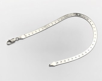 """Sterling Silver Textured Diamond Cut Herringbone Bracelet, Italy. Lobster Claw Clasp, 4.30 Grams, 8"""" Long. Refinished"""