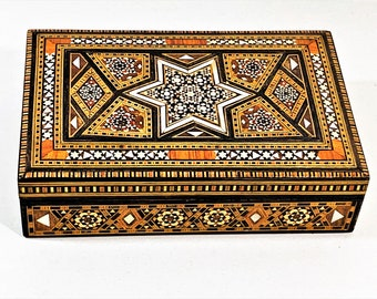 """Vintage - Antique Star of David Inlaid Mother of Pearl. Agates & Veneers Wood Jewelry Trinket Box, Old Cairo 1940's, 7"""" W. 4.75"""" L. 2"""" H."""
