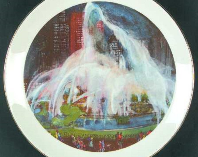 Pair of Chicago Scene Collectible Plates, Buckingham Fountain and China Town, Franklin McMahon 1977.