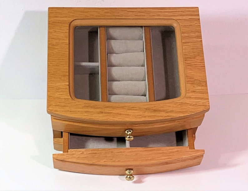 Rings Section Refinished /& Cleaned Hinged lid Glass Window Beautiful Carved Wood 2 Levels Padded Divided Drawer Solid Oak Jewelry Box