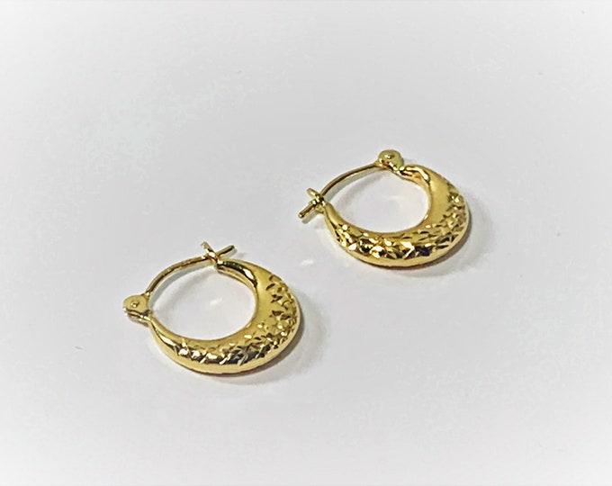 """14K Yellow Gold Small Textured Hoop Earrings. 1/2"""" Diameter. Sparkly Diamond Cut Texture. Refinished. Free US Shipping."""