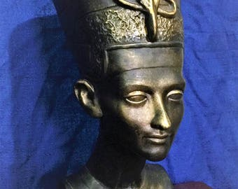 Vintage Queen Nefertiti life Size Bust, Rusty Antiqued Dark Gold Finish, Resin, 17 inch Tall