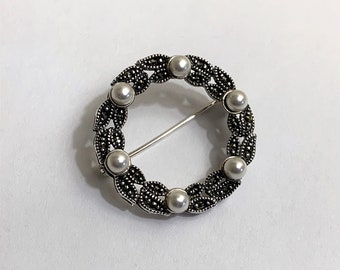 """Vintage Sterling Silver Laurel Leaf Wreath Brooch, Marcasite and Shell Pearl Beads, 1 1/8"""" - 29 mm. Mint Condition."""