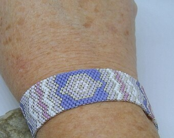 Bracelet weaved with white, purple, pink and Silver Needle