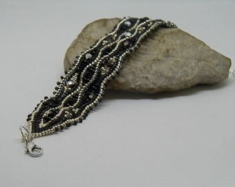 Bracelet weaving black and silver