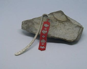 Bookmark woven red and Silver Needle