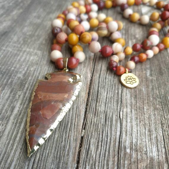 Long necklace in Mokaïte stone, arrowhead pendant in Jasper, knotted gemstone beads. Big bohemian, tribal ethnic, hippy Ibiza long necklace
