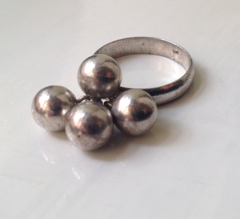 Vintage Solid Sterling Silver Dangling Ball Bead Cha Cha Ring Size UK U US 10