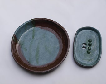 Soap dish with ceramic storage bowl