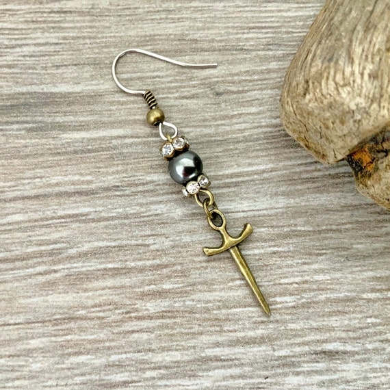 Dagger and black pearl earring, pirate sword jewellery, one earring or a pair of earrings, for a man or woman