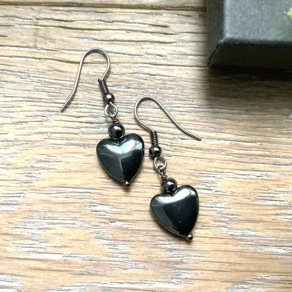 Heart Earrings, dark grey hematite hearts. Simple elegant, crystal healing, hematite jewellery, romantic gift for a woman, short earrings