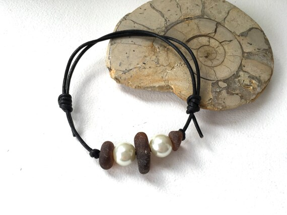 Sea glass bracelet, beach glass jewelry, faux pearl, black leather, knotted cord, ajustable, recycled jewelry, unisex, natural,