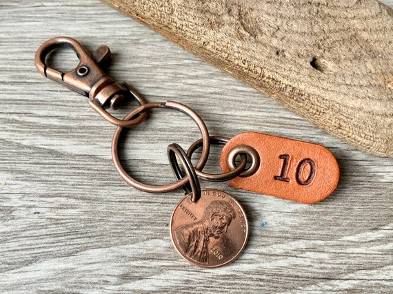 10th anniversary gift, 2010 or 2011 American penny keyring or clip with a 10 leather tag with a USA one cent, great gift for a man or woman