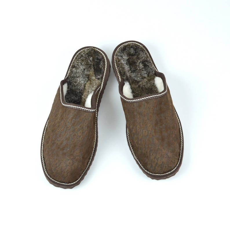 34af5a28c6ac1 Men slippers made of sheepskin brown leather on top and white fur inside  for extra warmth, totally handmade. A great gift for him or dad